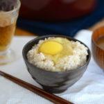 安全でおいしい卵の選び方。北海道夕張郡「ファームモチツモタレツ」の平飼い有精卵。贅沢にお取り寄せ、たまにはいかが?。